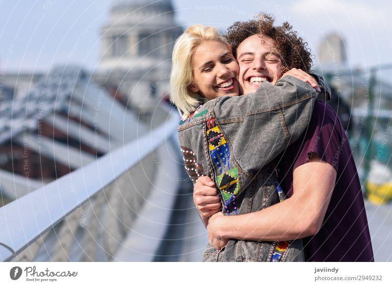 Frau Mensch Jugendliche Mann Junge Frau Junger Mann Freude 18-30 Jahre Straße Erwachsene Liebe feminin Gefühle Glück Paar Zusammensein