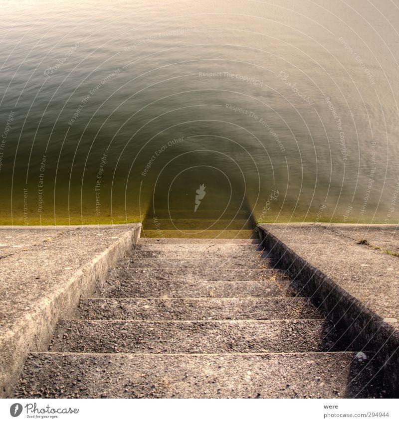 Treppe in die Tiefe Wasser Umwelt See Schwimmen & Baden nass Beton Wasserkraftwerk