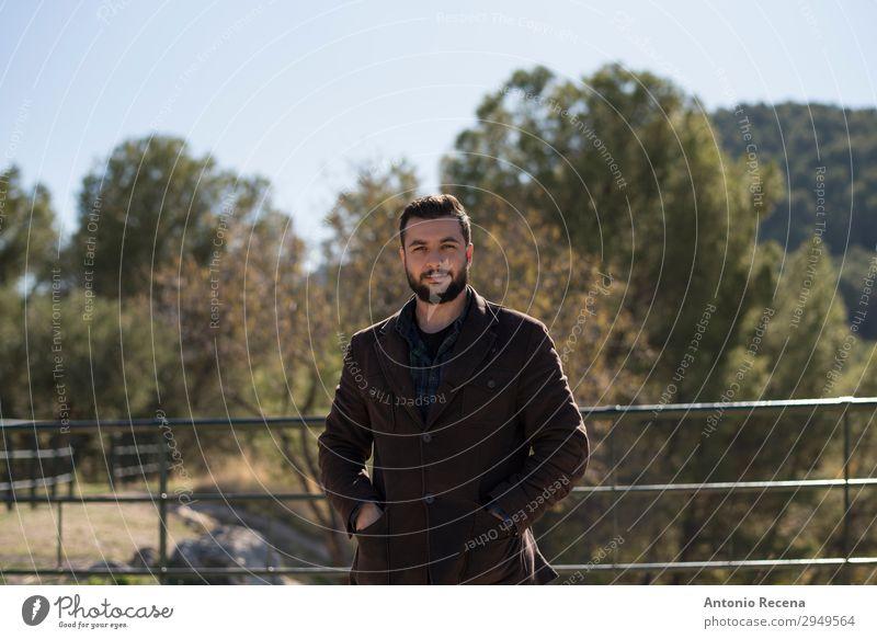 Bartiger attraktiver Mann im Außenbereich Bild Lifestyle Winter Mensch maskulin Erwachsene 1 30-45 Jahre Park Jacke stehen Arabien berd bärtig nahöstlich