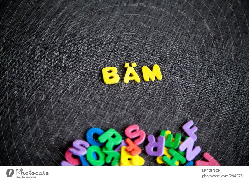 Buchstaben BÄM lesen Spielzeug Kunststoff Schriftzeichen wählen Aggression mehrfarbig gelb Macht Wut gereizt Feindseligkeit Gewalt Angst Frustration Kontrolle