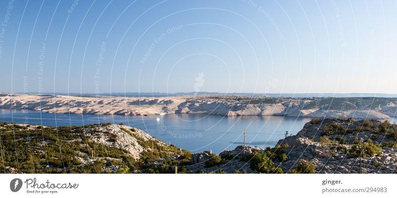 In weiter Ferne Umwelt Natur Landschaft Luft Wasser Himmel Wolkenloser Himmel Horizont Sommer Wellen Küste Insel Schwimmen & Baden Fähre Mittelmeer erobern