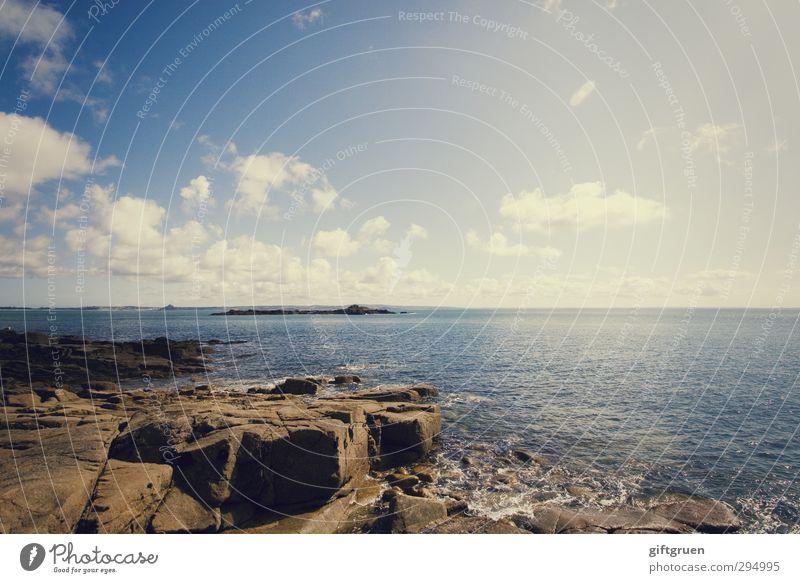 heavenly Umwelt Natur Landschaft Urelemente Erde Wasser Himmel Wolken Sonne Sonnenlicht Sommer Schönes Wetter Felsen Wellen Küste Meer Insel natürlich blau