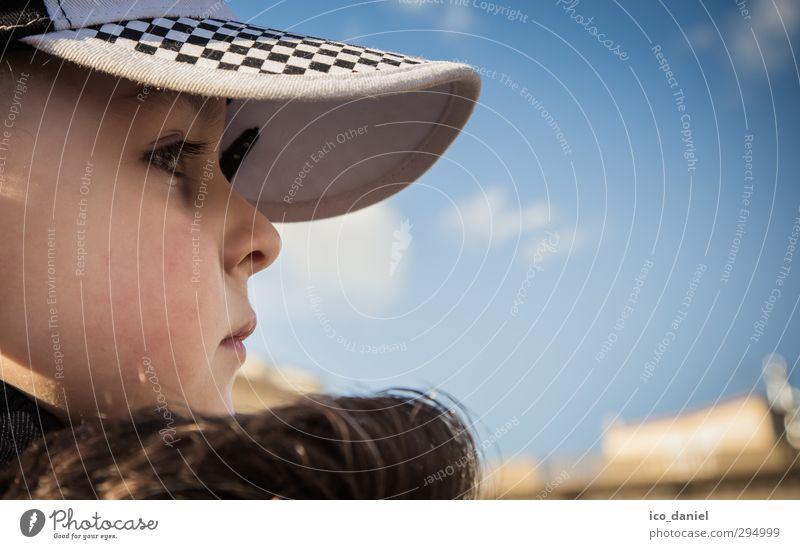 nachdenkliches Kind Mensch Ferien & Urlaub & Reisen blau Gefühle Traurigkeit Junge Denken Kopf natürlich Stimmung Zusammensein maskulin Kindheit warten
