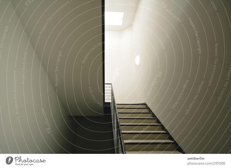 Treppenhaus Stadt Einsamkeit Haus dunkel Wand Architektur Gefühle Stil Gebäude Mauer Fassade hell Sehnsucht Bauwerk Fernweh