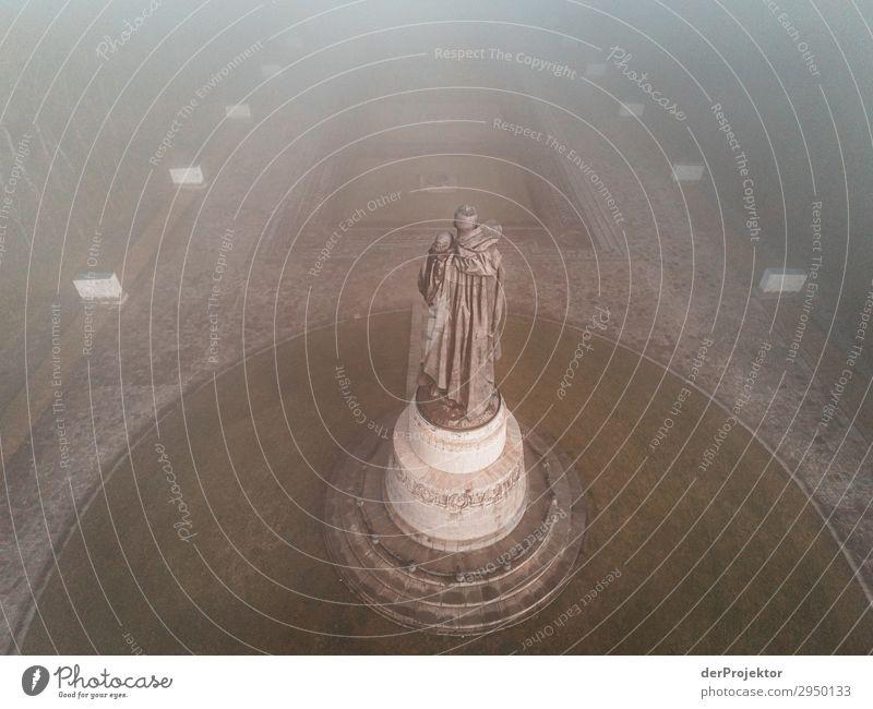 Sowjetisches Ehrenmal im Treptower Park XVIII Architektur Sehenswürdigkeit Wahrzeichen Denkmal Berlin Soldatenfriedhof Gedeckte Farben Strukturen & Formen