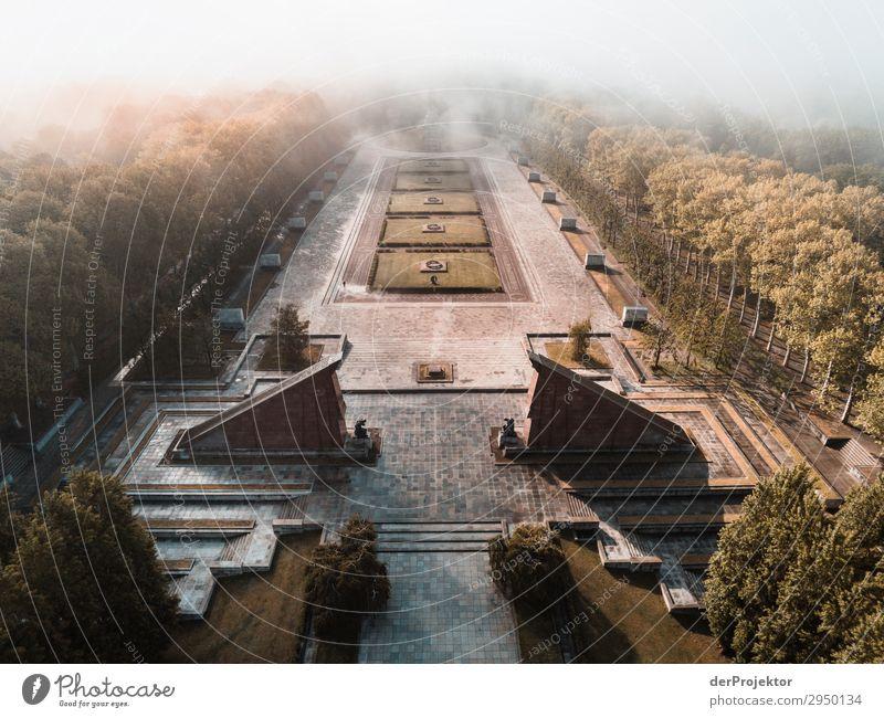 Sowjetisches Ehrenmal in Treptow Ferien & Urlaub & Reisen Tourismus Ausflug Abenteuer Ferne Freiheit Sightseeing Städtereise Nebel Bauwerk Gebäude Architektur