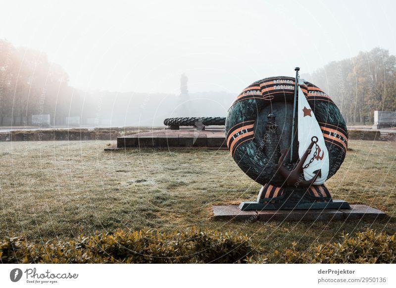Sowjetisches Ehrenmal im Treptower Park XVI Architektur Sehenswürdigkeit Wahrzeichen Denkmal Berlin Soldatenfriedhof Gedeckte Farben Strukturen & Formen