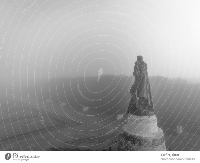 Sowjetisches Ehrenmal im Treptower Park IV Architektur Sehenswürdigkeit Wahrzeichen Denkmal Berlin Soldatenfriedhof Gedeckte Farben Strukturen & Formen