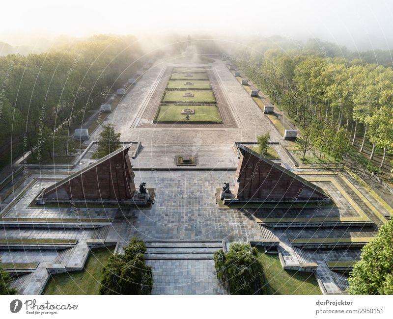 Sowjetisches Ehrenmal im Treptower Park XVII Architektur Sehenswürdigkeit Wahrzeichen Denkmal Berlin Soldatenfriedhof Gedeckte Farben Strukturen & Formen