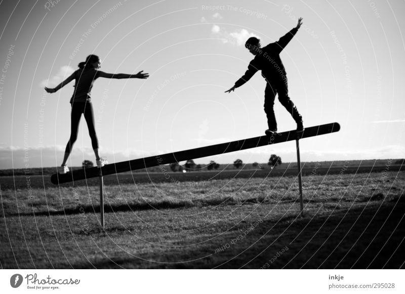 with a little help... Freude sportlich Fitness Freizeit & Hobby Spielen Sport-Training Balken Mensch Mädchen Junge Geschwister Freundschaft Kindheit Jugendliche
