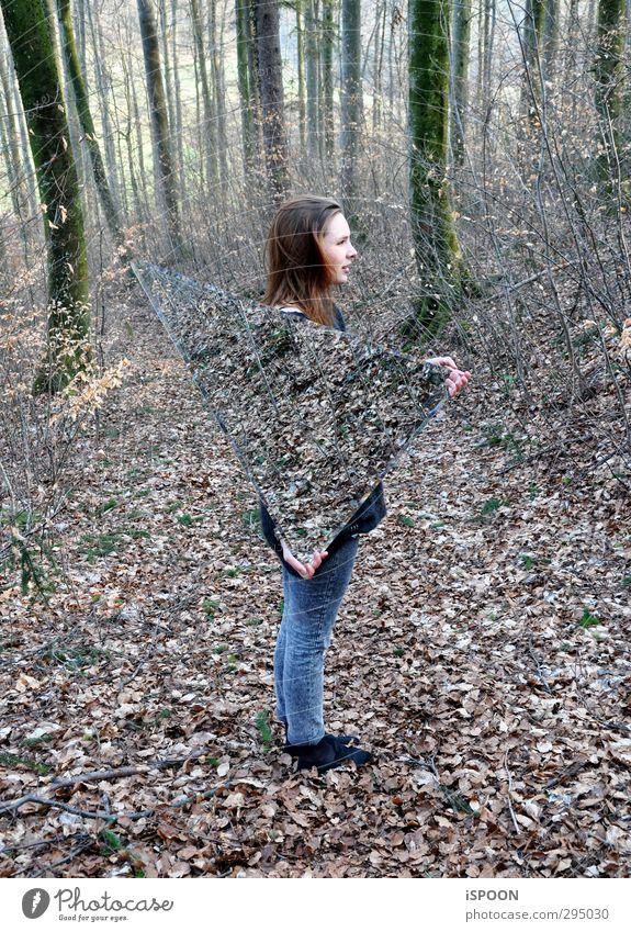 TRIANGLE Mensch feminin Junge Frau Jugendliche Körper Kopf Haare & Frisuren Gesicht 1 18-30 Jahre Erwachsene ästhetisch außergewöhnlich dreckig Wald Fußweg