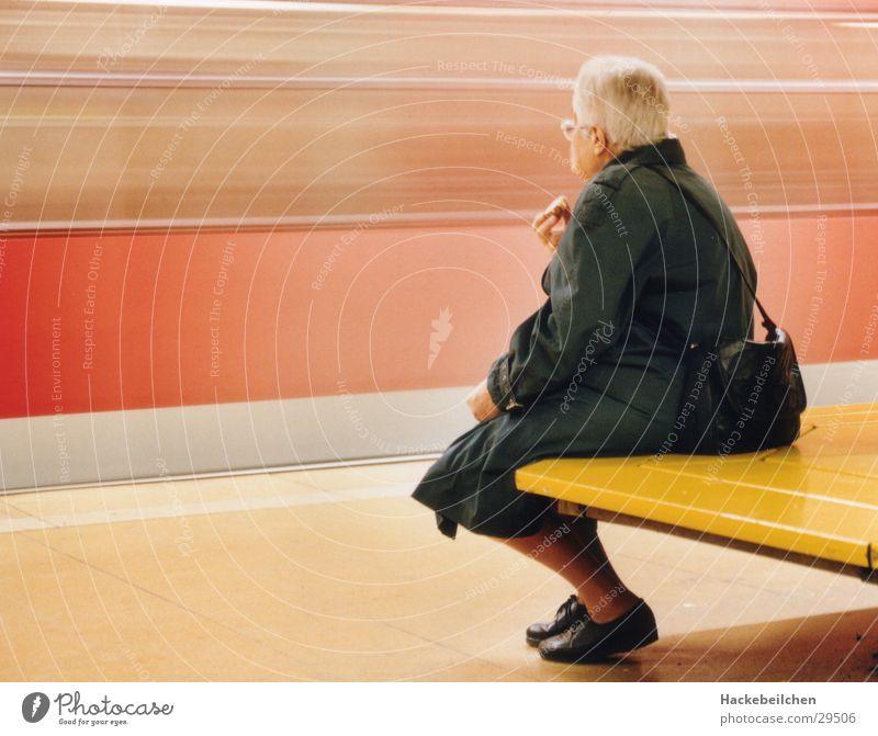 keine eile! warten Eisenbahn U-Bahn Bahnhof S-Bahn Öffentlicher Personennahverkehr