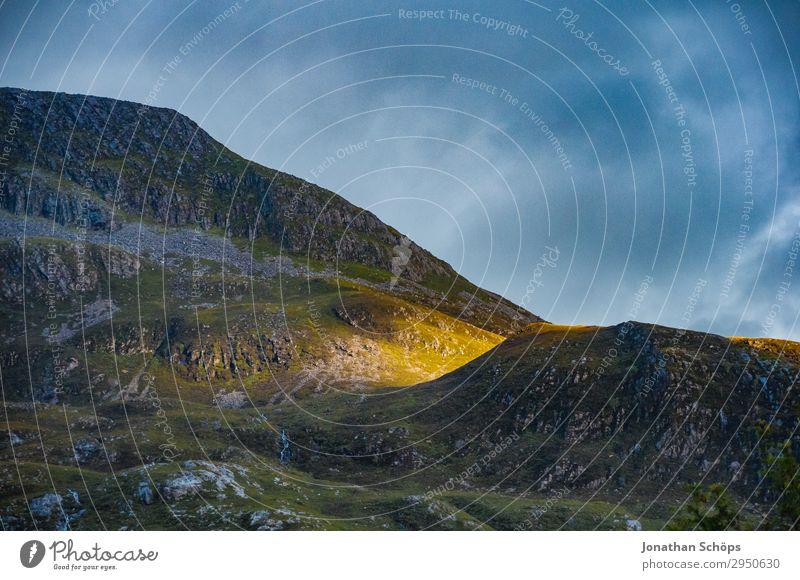 letzter Sonnenstrahl am Berg Highlands, Schottland Himmel Natur Landschaft Wolken Reisefotografie Berge u. Gebirge Umwelt außergewöhnlich Felsen wandern