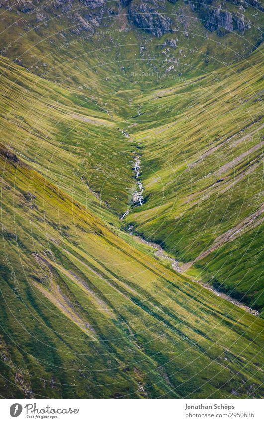 Tal bei Glen Coe, Highlands, Schottland Ferien & Urlaub & Reisen Natur grün Landschaft Reisefotografie Berge u. Gebirge Umwelt Wiese außergewöhnlich Felsen