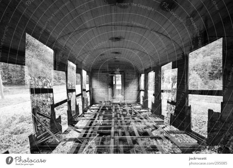 Zwei für Eins im Geisterzug Schienenfahrzeug Zugabteil außergewöhnlich kaputt Endzeitstimmung Verfall Wandel & Veränderung Doppelbelichtung Eisenbahnwaggon
