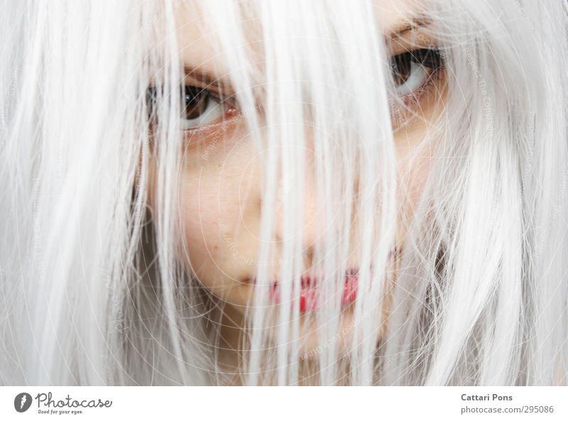 Feel Less Pain Haare & Frisuren Gesicht feminin Junge Frau Jugendliche Erwachsene blond weißhaarig langhaarig beobachten Blick bedrohlich schön einzigartig nah