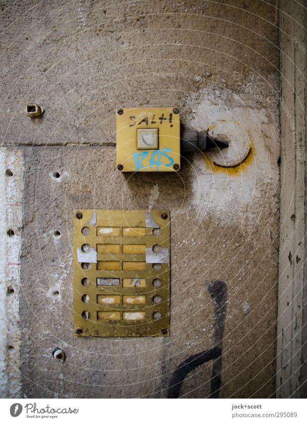 Kleinod Stadt alt Wand Graffiti Stil Mauer Stein Metall dreckig Kreativität Kommunizieren Vergänglichkeit kaputt Vergangenheit Irritation trashig