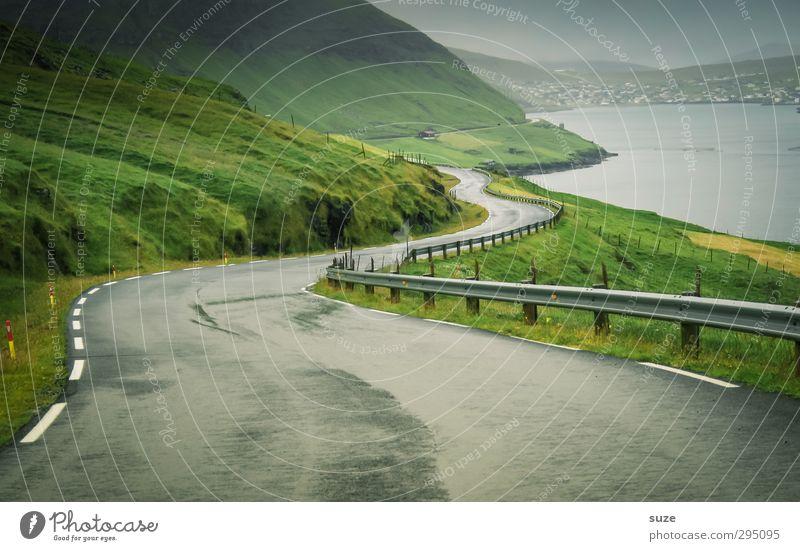 Küstenstraße Umwelt Natur Landschaft Urelemente Himmel Wetter schlechtes Wetter Nebel Wiese Berge u. Gebirge Bucht Fjord Meer Insel Verkehr Verkehrswege
