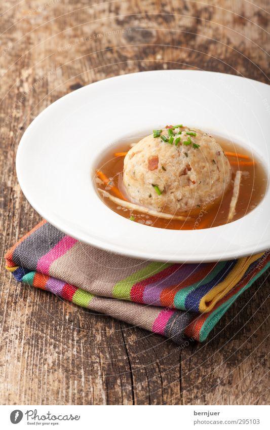 Speckgürtelknödel Holz Lebensmittel einzeln Ernährung gut Geschirr Ehrlichkeit Möhre Bundesland Tirol Billig Suppe rustikal Serviette Brühe Slowfood Petersilie