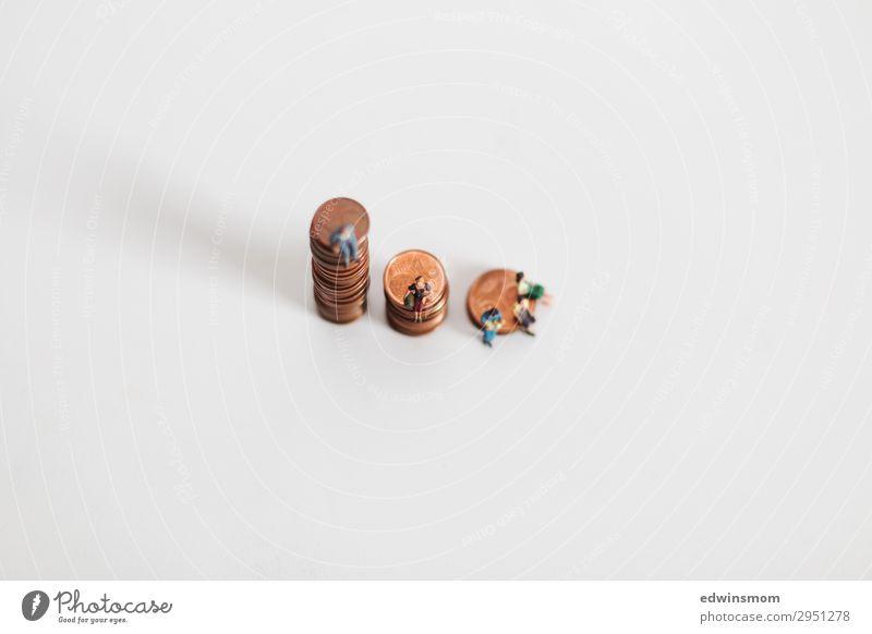 oben Mitte unten Freizeit & Hobby Mensch maskulin feminin Papier Dekoration & Verzierung Sammlung Geldmünzen sprechen Blick sitzen sparen warten Zusammensein