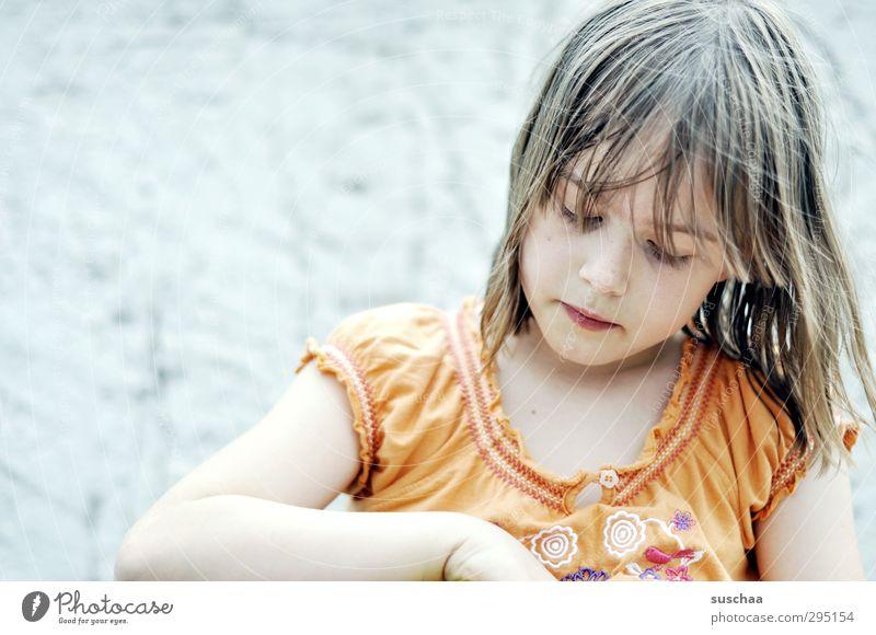 meine Kind Mädchen Gesicht Auge feminin Haare & Frisuren Kopf Gesundheit natürlich orange Kindheit Arme Haut Mund Nase T-Shirt