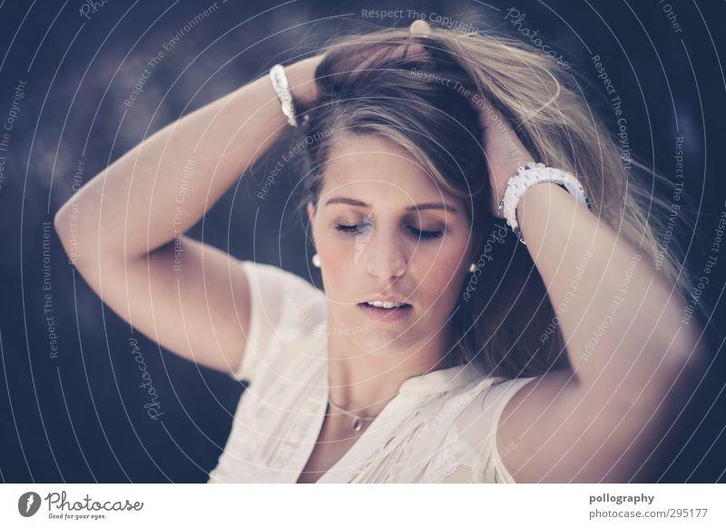 my dream Mensch Frau Jugendliche schön Junge Frau Erwachsene Leben feminin Gefühle Haare & Frisuren 18-30 Jahre träumen Stimmung Arme Zufriedenheit Warmherzigkeit