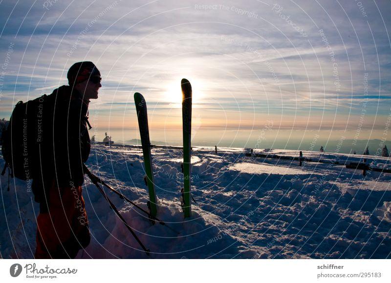 Aussicht Talfahrt Mensch maskulin Mann Erwachsene 1 Lächeln Blick Fröhlichkeit Lebensfreude Vorfreude Skifahren Skifahrer Skier Skitour Pause genießen Winter