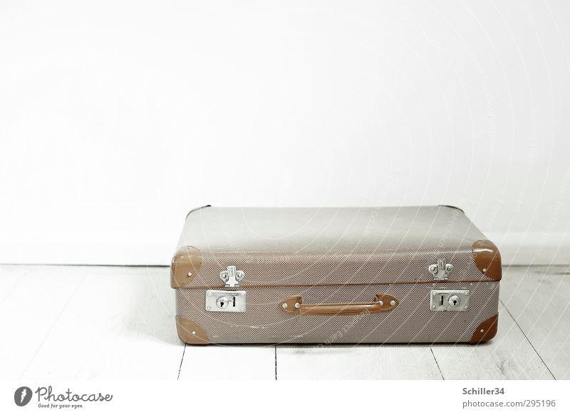 Ich hab noch einen Koffer in... Ferien & Urlaub & Reisen alt weiß Einsamkeit Ferne Metall braun authentisch frei Ausflug retro Kunststoff historisch Sehnsucht