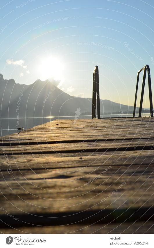 Badespaß am Mondsee Himmel Natur Wasser Sonne Landschaft Wolken Berge u. Gebirge Wärme Frühling See Park Schönes Wetter Europa Schwimmbad Dorf Österreich