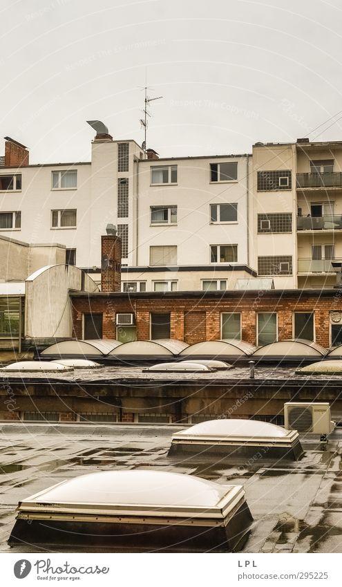 Dächer in Mannheim Deutschland Europa Stadt Stadtzentrum bevölkert überbevölkert Haus Hochhaus Architektur Mauer Wand Fassade Balkon Fenster Dach Dachrinne