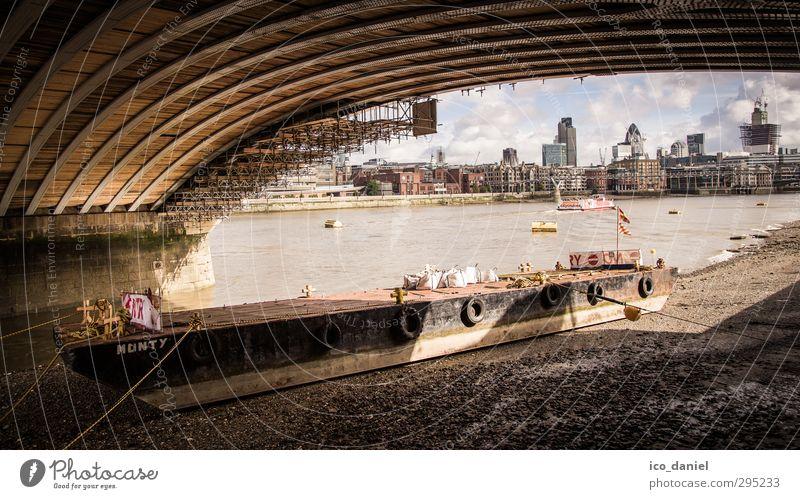 London Skyline an der Themse Ferien & Urlaub & Reisen Stadt Haus Wand Mauer Architektur Gebäude Wasserfahrzeug Tourismus Wachstum Technik & Technologie Brücke Wandel & Veränderung einzigartig Bauwerk Schifffahrt