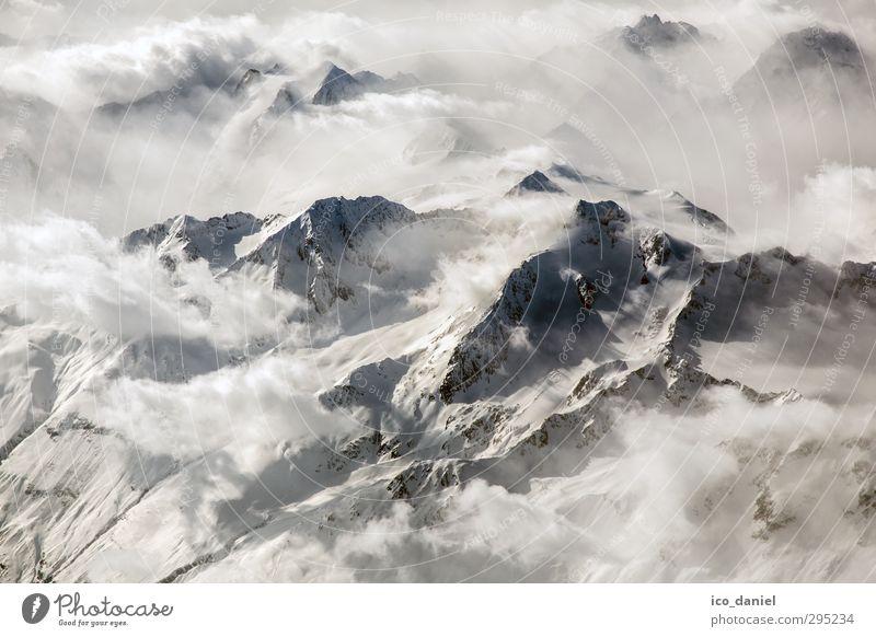 Alpenblick - Über den Wolken I Ferien & Urlaub & Reisen Landschaft Erholung Umwelt Ferne Berge u. Gebirge Freiheit grau Felsen Klima Freizeit & Hobby Tourismus