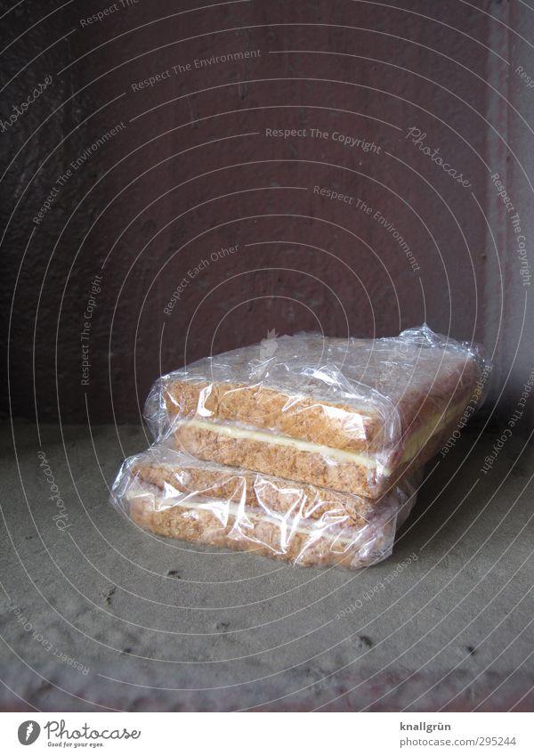 Pausensnack Stadt Gefühle grau braun liegen Lebensmittel dreckig Ernährung genießen Appetit & Hunger lecker Quadrat Reichtum Brot Stapel
