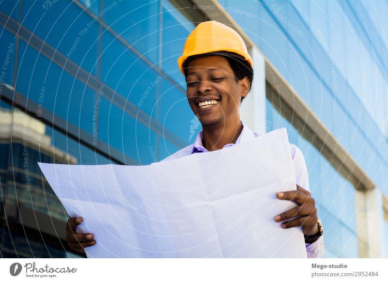 Kaufmann Ingenieur Entwickler mit Bauplanung Arbeit & Erwerbstätigkeit Beruf Handwerker Büro Industrie Business Mensch Mann Erwachsene Gebäude Architektur Hut