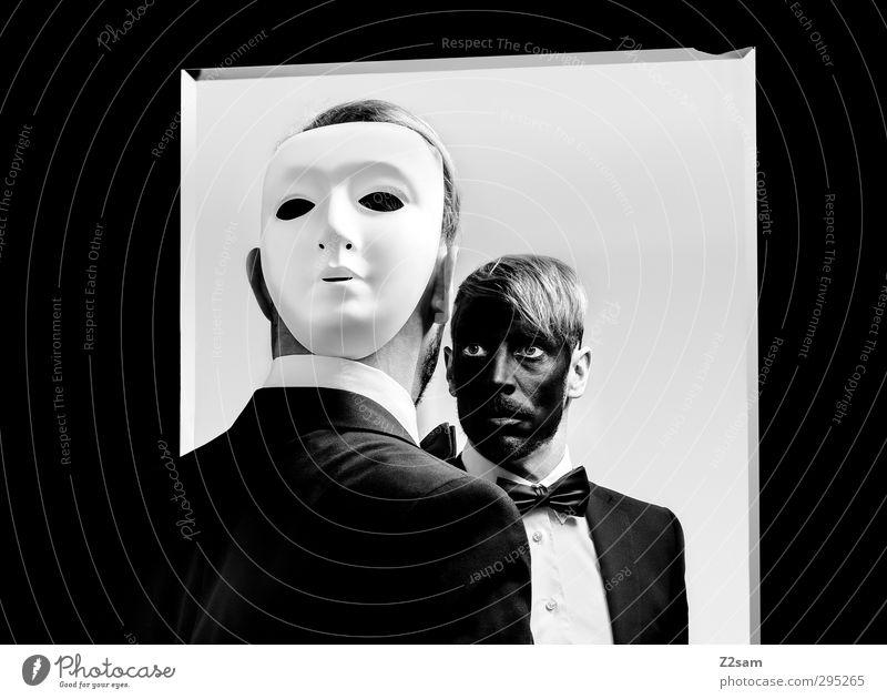 phantom elegant maskulin Junger Mann Jugendliche 30-45 Jahre Erwachsene Theaterschauspiel Oper Hemd Anzug Fliege Maske blond gruselig träumen Einsamkeit