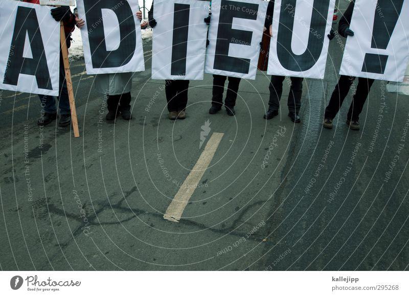 tschüss winter! Mensch Straße feminin Menschengruppe Beine Fuß maskulin Schilder & Markierungen Schriftzeichen Buchstaben Bildung festhalten Abschied