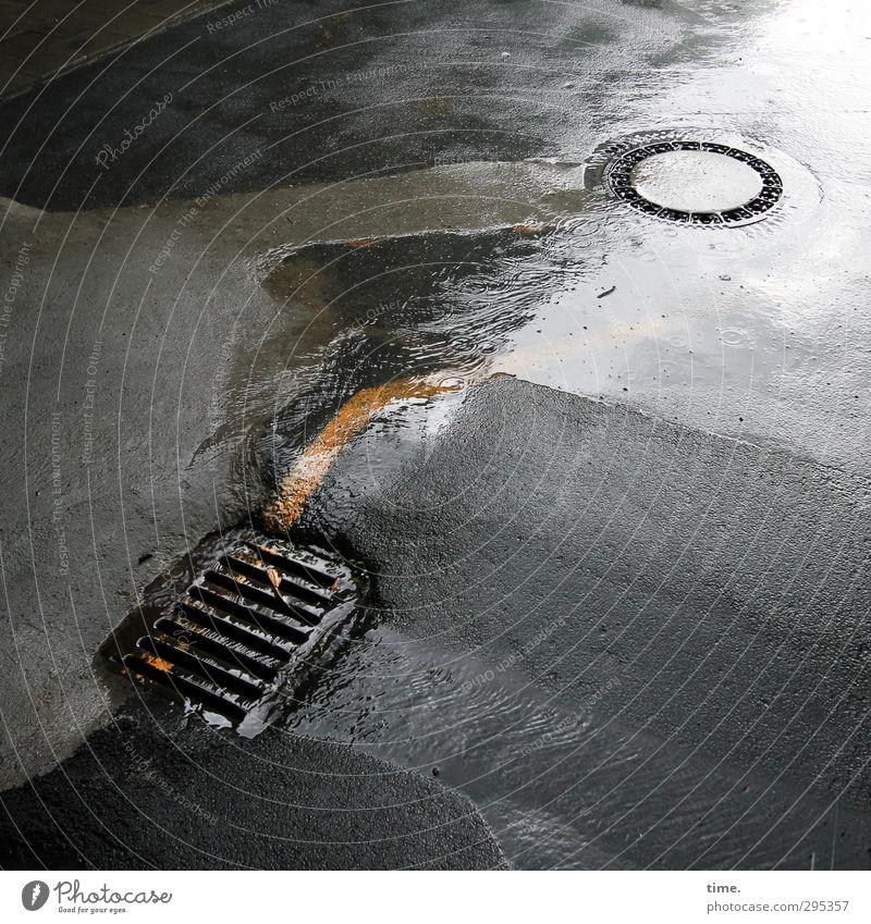 Downtown Wasser schlechtes Wetter Regen Verkehr Straße Wege & Pfade Asphalt Teer Gully Abfluss Kanalisation Stein Beton Metall fest Flüssigkeit nass Bewegung