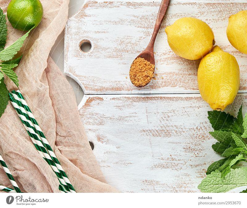 reife gelbe ganze Zitronen und Limetten Frucht Kräuter & Gewürze Ernährung Vegetarische Ernährung Limonade Saft Löffel Sommer Tisch Pflanze Blatt Tube Holz