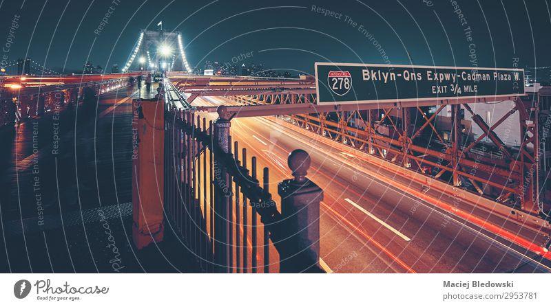 Brooklyn Bridge in New York City, USA. Ferien & Urlaub & Reisen Ausflug Städtereise Brücke Verkehr Straße Autobahn New York State Zeichen Großstadt