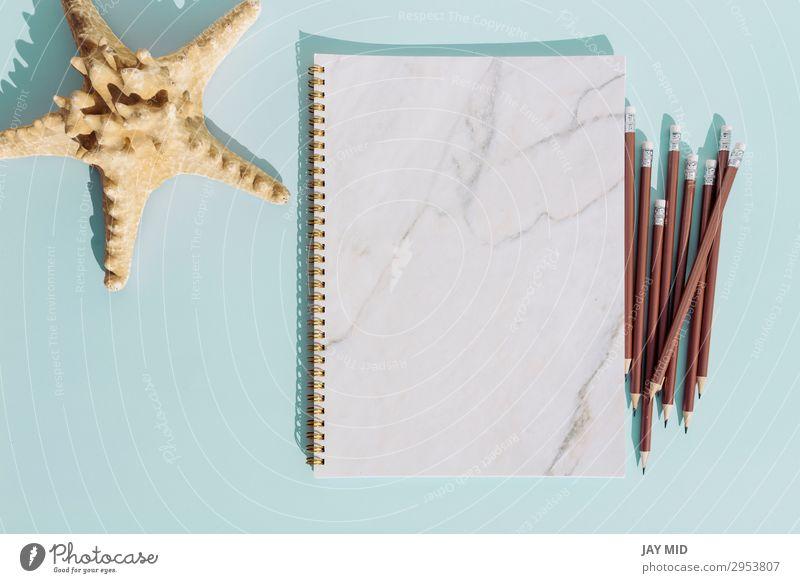 Flaches Notizbuch und Bleistift. Seestern für den Sommerurlaub. Lifestyle Design Ferien & Urlaub & Reisen Dekoration & Verzierung Schreibtisch Tisch Künstler
