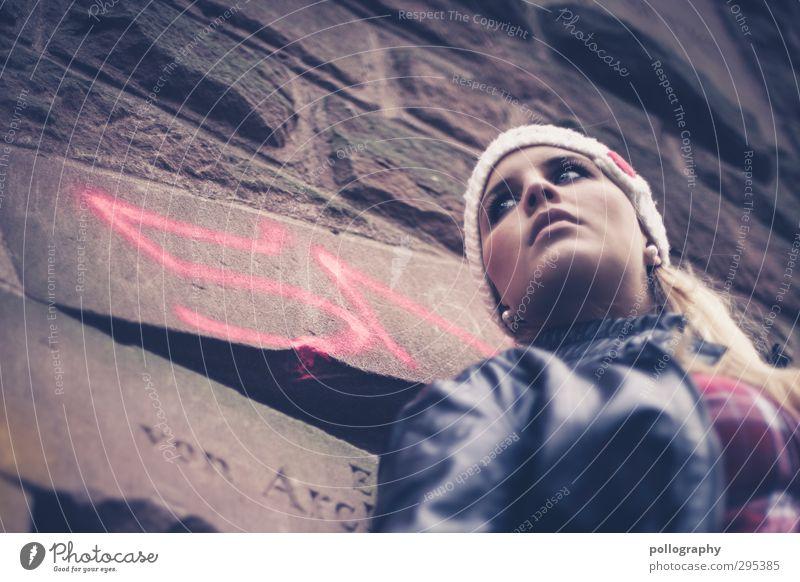 bad girl Mensch feminin Junge Frau Jugendliche Erwachsene Leben 1 18-30 Jahre Ruine Mauer Wand Jacke Mütze Gefühle Stimmung selbstbewußt Coolness Kraft achtsam