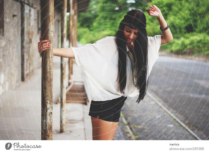 I want summer... now! Lifestyle elegant Stil Leiter feminin Junge Frau Jugendliche Erwachsene 1 Mensch 18-30 Jahre Umwelt Natur Industrieanlage Fabrik Gebäude