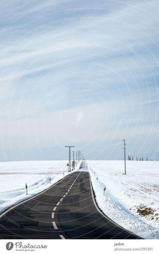endloser winter. Ferne Winter Schnee Landschaft Erde Himmel Eis Frost Feld Verkehr Straßenverkehr Autofahren Wege & Pfade kalt Ende Langeweile Umwelt