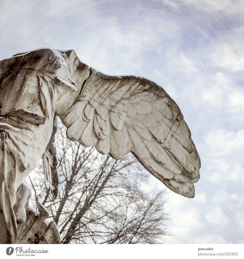 alte grabsteine | falling angel Stimmung Kunst Flügel fallen Zeichen Engel Leidenschaft Denkmal Statue Skulptur umfallen Friedhof kopflos Grabstein Verschwiegenheit Gefühle
