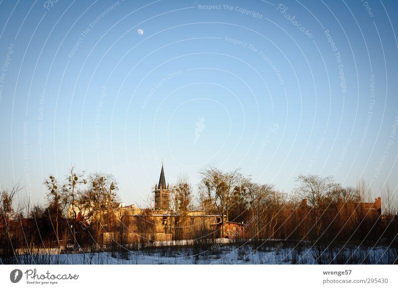 Ein Stück Heimat Himmel blau Stadt Baum Haus Gebäude Deutschland Europa Sträucher Kirche Mond Stadtteil Blauer Himmel Stadtrand Magdeburg Vignettierung
