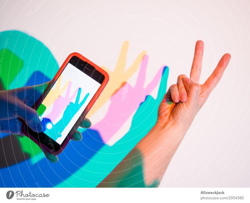zwei Finger Geste Peace Hand gelb Fotografie Frieden Handy Hase & Kaninchen gestikulieren zyan Gruß Selfie magenta