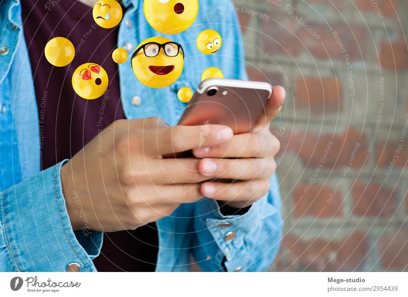 Mensch Mann Hand Gesicht Lifestyle Erwachsene lustig Gefühle Glück modern Technik & Technologie Telefon Internet Model digital PDA