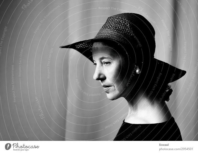 Frau mit Pamela Lifestyle schön Gesicht Erholung Mensch feminin Erwachsene Weiblicher Senior Kopf 1 45-60 Jahre Hut Denken authentisch Coolness natürlich retro