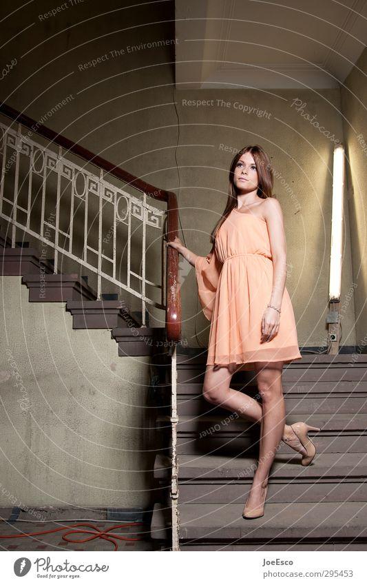 #248931 Lifestyle Reichtum elegant Stil Häusliches Leben Traumhaus Nachtleben Veranstaltung ausgehen Frau Erwachsene Mensch Ausstellung Theater Mode Kleid