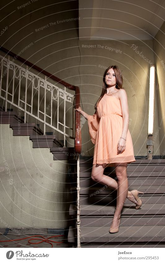 #248931 Mensch Frau schön Erholung Erwachsene Leben Stil Mode elegant Lifestyle Häusliches Leben warten stehen ästhetisch einzigartig Kleid